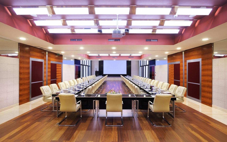 Máy chiếu, màn chiếu phù hợp cho phòng họp, hội nghị